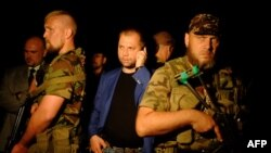 В центрі Олександр Бородай, так званий «прем'єр-міністр» угруповання «ДНР», що визнане в Україні терористичним