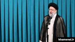 رییسي د لوړې په مراسمو کې وویل چې د ایران پر اقتصادي وده به تمرکز وکړي