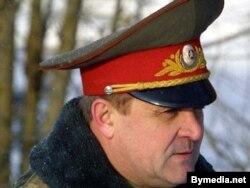 Уладзімір Усхопчык быў намесьнікам міністра абароны Беларусі ў 2000-2004 гадах