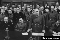 Министр иностранных дел Германии Риббентроп на пресс-конференции в Берлине объявляет о начале войны против Советского Союза. Третий слева от него Рудольф Ликус - дезинформатор Кобулова.