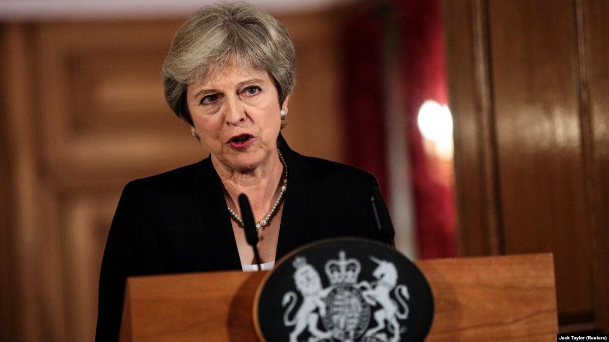 Kryeministrja britanike përballet me kabientin lidhur me paktin për Brexit