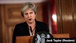 Theresa May će se večeras nasamo susresti sa svakim svojim ministrom uoči sjutrašnje sjednice kabineta