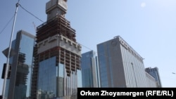"""Астанадағы """"Абу Даби Плаза"""" кешені құрылысы. 3 қыркүйек 2017 жыл."""
