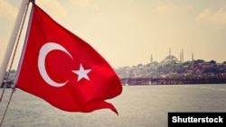 Turkey – Turkey flag in Bosphorus and Sultanahmed Camii, Blue Mosque, Istanbul, Turkey