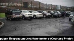 Парковка, заасфальтированная в Петропавловске во время снегопада