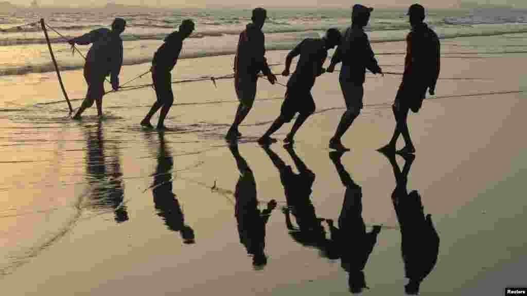 Pakistan - Ribarenje, plaža Clifton, 13.03.2012. Foto: Reuters / Athar Hussain