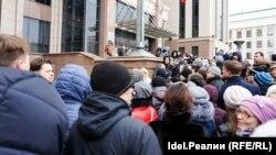 Как клиенты Татфондбанка и Интехбанка штурмовали правительство Татарстана. Фоторепортаж