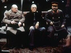 Тагдыр чечкен үчилтик: Сталин, Черчилл жана Рузвельт