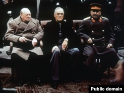 """""""Большая тройка"""" (Черчилль, Рузвельт, Сталин) на Ялтинской конференции, февраль 1945 года"""