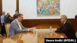 Српскиот претседател Александар Вучиќ и амбасадорот на Палестина во Србија Мухамед Набан