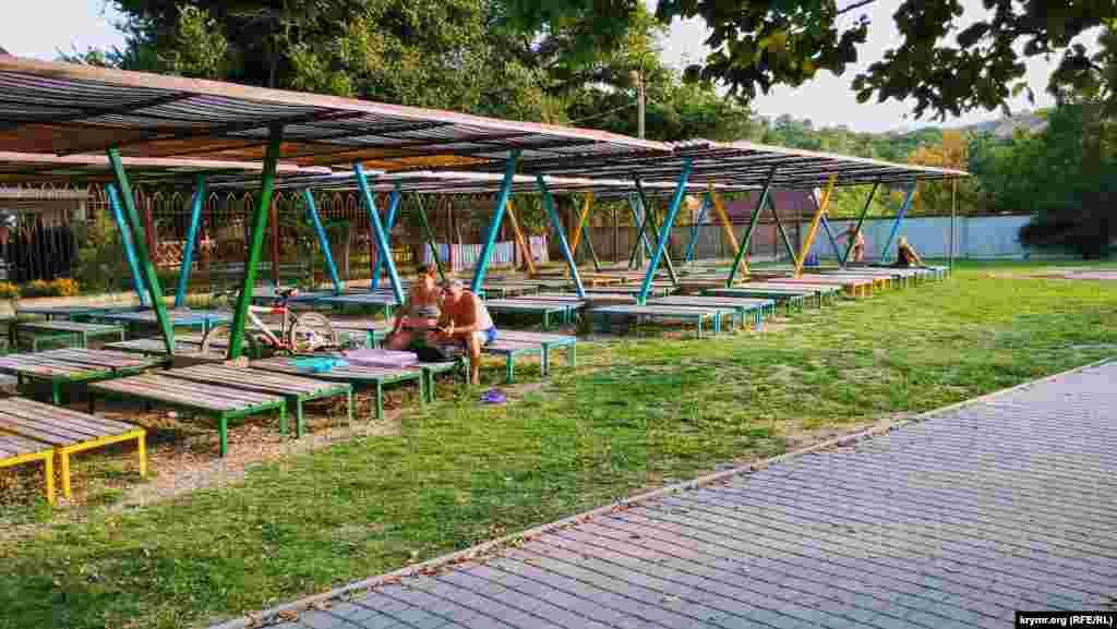 Жители Симферополя и Бахчисарайского района приезжают сюда из-за близкого расположения курорта