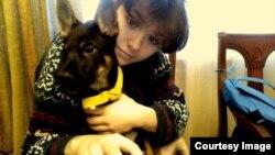 Варя Караулова со своей собакой