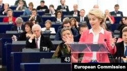 Урсула Фон дер Лайен представя екипа си от еврокомисари пред Европейския парламент в Страсбург