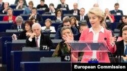Новообрана голова Європейської комісії Урзула фон дер Лаєн представляє свою команду в Європейському парламенті в Страсбурзі