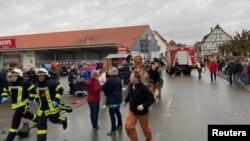 Գերմանիա-Հեսեն երկրամասի Ֆոլկմարսեն քաղաքում զանգվածային վրաերթից հետո մարդիկ խուճապահար լքում են տարածքը, 24 փետրվարի, 2020թ.