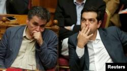 نخست وزیر و وزیر اقتصاد یونان در جلسه پارلمان
