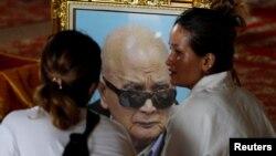 Rodbina prisustvuje sahrani Noun Čea, Brata broj 2, bivšeg glavnog ideologa kambodžanskih Crvenih Kmera, Kambodža, 5. avgust, 2019.