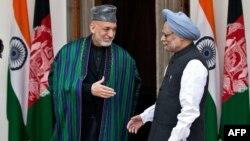 Үндістан премьер-министрі Манмохан Сингх (оң жақта) пен Ауғанстан президенті Хамид Карзай. Үндістан, 12 қараша 2012 жыл.