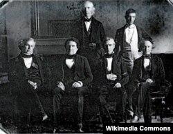 Президент Полк (сидит второй справа) с членами своего кабинета