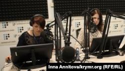 Татьяна Курманова и Виктория Ермолаева в студии «Громадське радіо»