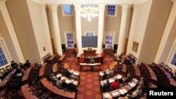 Elektori u Skupštini Sjeverne Karoline vrše posljednje pripreme za glasanje, 18. decembar 2016.