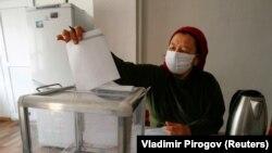 د قرغزستان پارلماني ټاکنو کې د رأی ورکونې بهیر