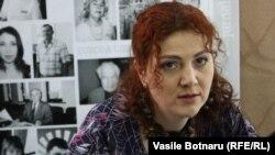 Daniela Terzi-Barbăroșie în studioul Europei Libere la Chișinău