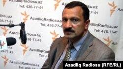 Tofiq Yagublu AzadlıqRadiosuna müsahibə verir. 16 oktyabr, 2010-cu il.