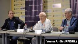 Zoran Panović, Srećko Mihailović i Dragan Janjić predstavljaju rezultate istraživanja Demostata, Beograd