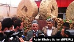 محمد شينو أمام متحفه