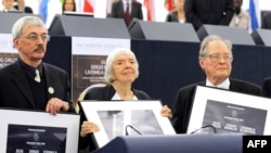 Memorial's Oleg Orlov (left to right), Lyudmila Alekseyeva, and Sergei Kovalyov receive the European Parliament's Sakharov Prize in Strasbourg.