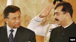 آقای مشرف در اظهار نظرهای قبلی خود گفته بود ترجيج می دهد به جای مواجه شدن با استيضاح، به شکلی آرام از مقام خود کناره گيری کند.(عکس: EPA)