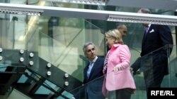 Secretarul de stat Hillary Clinton la Europa Liberă