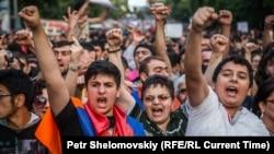 Протесты в Ереване. 27 июня. Фото Петра Шеломовского