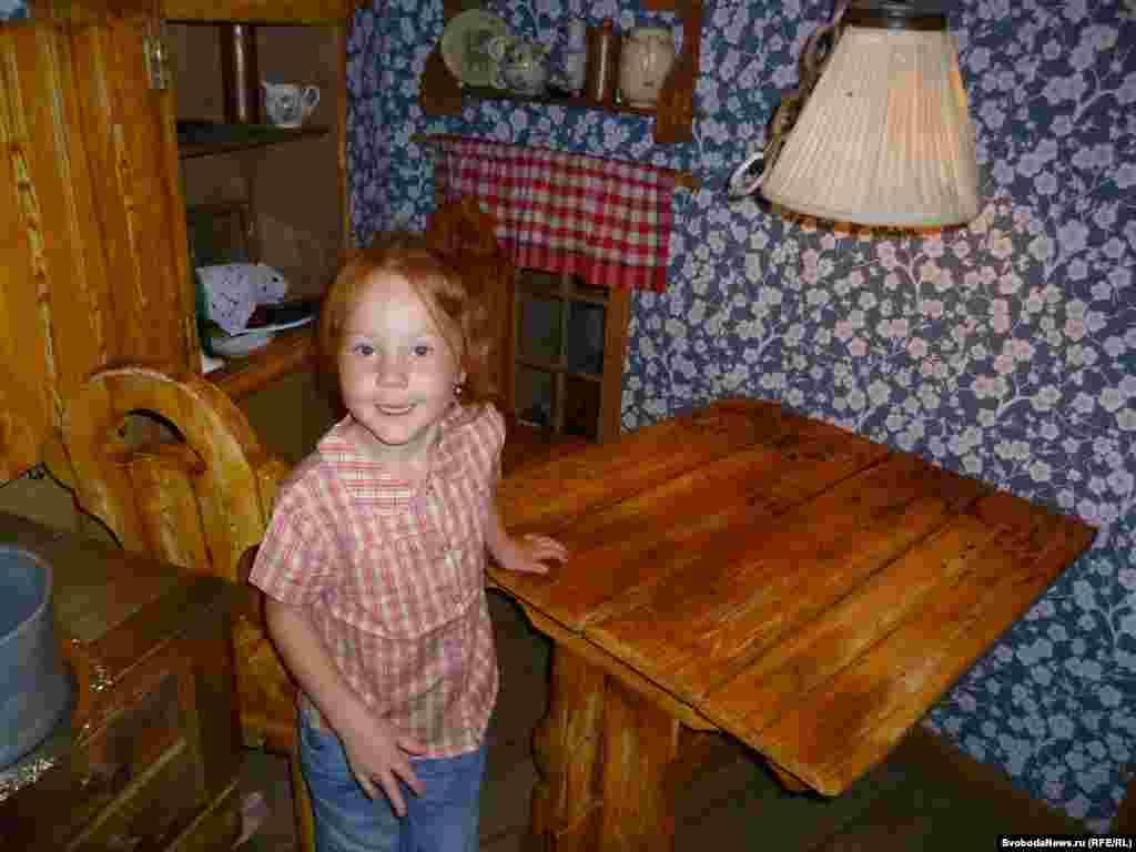 У 5-річної Маші з передмістя Москви не одна мрія: «Хочу стати красивою, щоб мене всі хлопчики любили. Хочу, щоб у мене було багато косметики, як у мами, і мрію про маленького братика».