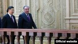 Председатель КНР Си Цзиньпин и президент Таджикистана Эмомали Рахмон.
