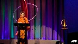У Лёндане адбылася цырымонія ўзнагароджваньня пакістанскай дзяўчыны Малалы Юсуфзаі прэміяй імя расейскай журналісткі Ганны Паліткоўскай.