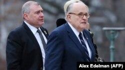 Rudy Giuliani (sağda) və Lev Parnas prezident George H.W. Bush-un dəfnində (Foto arxivdəndir)