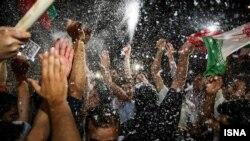 Iranianët duke festuar në korrik të vitit 2015, pas arritjes së marrëveshjes mes Teheranit dhe fuqive botërore
