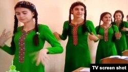 Кадр репортажа туркменской телекомпании о Неделе здоровья и счастья.
