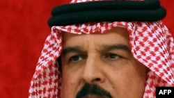 Бахрейн королі Хамад елдегі әлеуметтік толқуды жаныштау туралы тәуелсіз комиссияның қорытындысы жөнінде пікірін айтып тұр. Манама, 23 қараша 2011 жыл