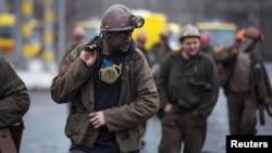 Ուկրաինա - Հանքափորները դուրս են գալիս Զասյադկոյի անվան հանքից, Դոնեցկ, 4-ը մարտի, 2015թ․