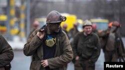 Засядько кеніші маңында жүрген кеншілер. Донецк, 4 наурыз 2015 жыл.