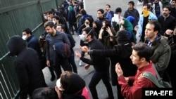 Pamje të protestave në Teheran