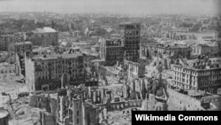 Уничтоженный во время Варшавского восстания центр города (фотография сделана в 1946 году)