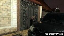 Ворота дома сотрудника Пенсионного фонда Дагестана Омара Абдурашидова