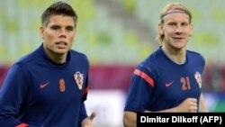 Oqnen Vukoyeviç (solda) və Domaqoy Vida əvvəllər Dinamo Kiyevdə oynayıblar