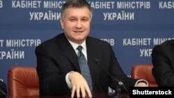 Міністр внутрішніх справ Аваков разом із військовою прокуратурою 24 травня заявив про затримання 25 екс-керівників податкових органів у справі про завдання державі збитків у 97 мільярдів гривень