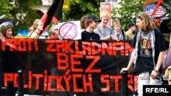 Демонстранты вышли на улицы Праги ранним утром и планируют протестовать до позднего вечера