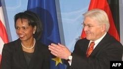 Condoleezza Rice (s) Germaniä tışqı eşlär ministrı Frank-Walter Steinmeier belän, Berlin - 22.1.2008